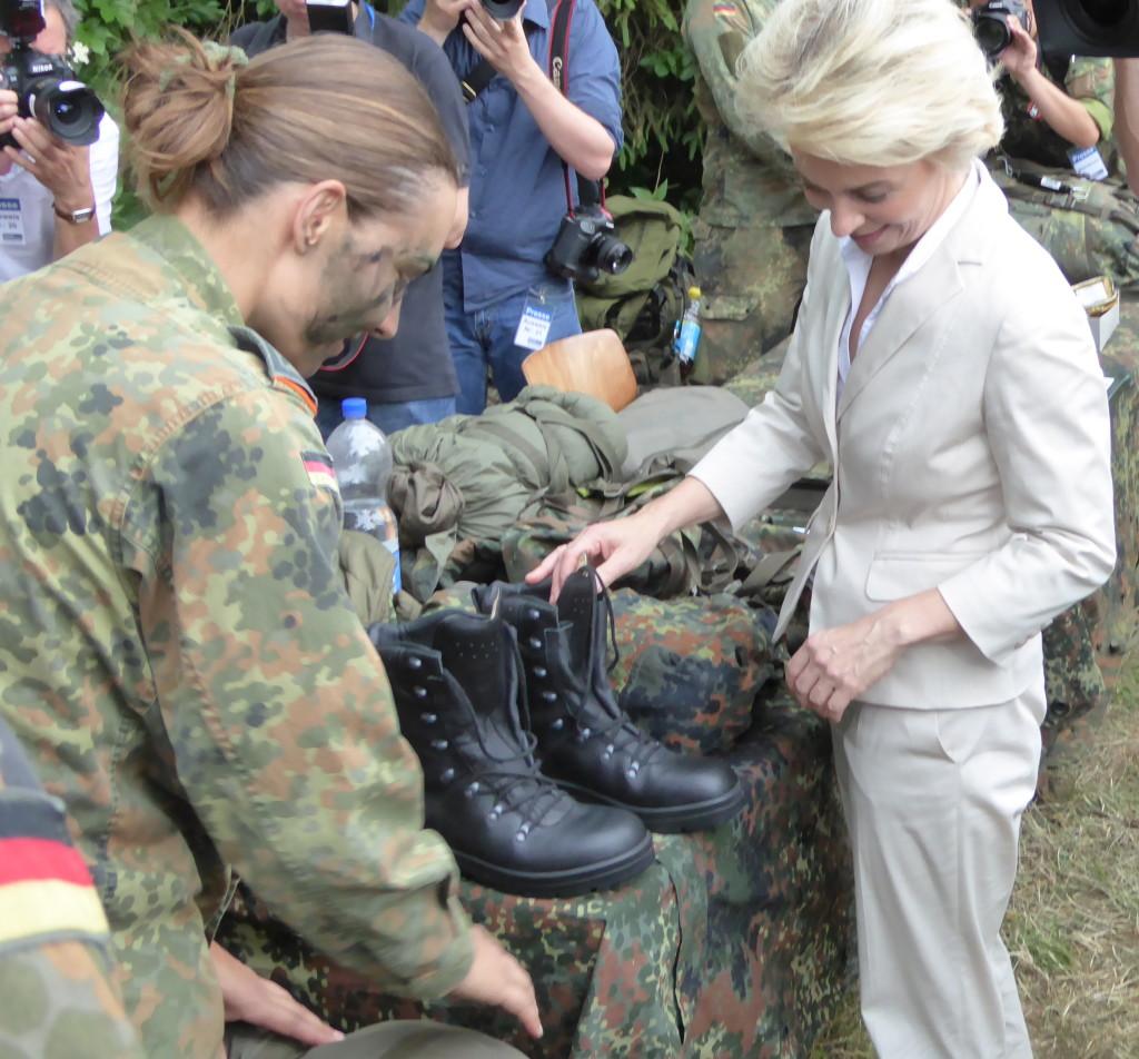 Auch eine Ministerin kann sich an gutem Schuhputz erfreuen. Foto: lah